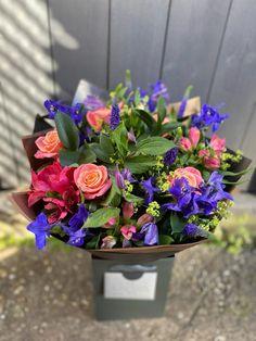 Good Shabbos, Seasonal Flowers, Summer Flowers, Design Crafts, Blossoms, Flower Power, Flower Arrangements, Bouquets, Vibrant