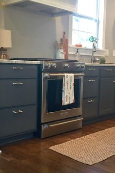 The Epic How to Paint Your Kitchen Cabinets Tutorial! from Thrifty Decor Chick Kitchen Redo, Kitchen Dining, Kitchen Ideas, Gold Kitchen, Kitchen Modern, Home Renovation, Home Remodeling, Kitchen Remodeling, Home Design