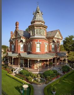 The Empress of Little Rock...Good example of a Queen Anne design