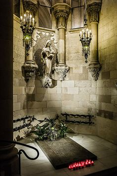 Sagrada Familia: Antoni Gaudí's tomb in the crypt. Barcelona