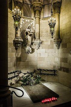 Sagrada Familia: Antoni Gaudí's tomb in the crypt. Barcelona
