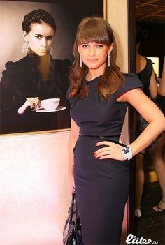 Russian writer Mira Duma looking super sophisticated in this form fitting black dress