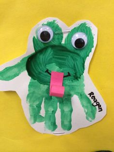 Frog handprint #toddlers #preschool #daycare #daycarerooms