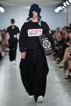 Christopher Shannon Spring 2017 Menswear Fashion Show Christopher Shannon, Runway Fashion, Fashion Show, Mens Fashion, Fashion Design, Vogue Paris, Sport Casual, Mode Style, Editorial Fashion