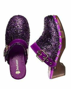 Purple shoes covered in glitter, pretty!!! ^_^