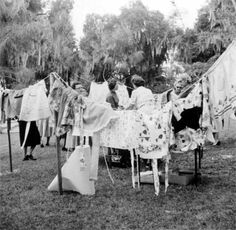 vintage clothesline ~ Jacksonville. Fun blog:  clothesline etiquette, history, etc.