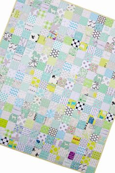 A Minty Green Patchwork Quilt - Red Pepper Quilts 1 1/2-inch grid quilting
