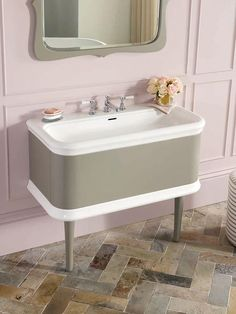 A traditional-style vanity table, crafted from solid cherry and beech wood, and designed by Meneghello Paolelli Associati. View the Lario 100 vanity. Victoria And Albert Baths, Bath Uk, Plumbing Fixtures, Bathroom Inspiration, Kitchen And Bath, Polished Chrome, Sink, Kitchen Cabinets, Vanity