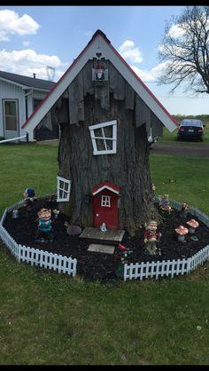 Fairytale Garden Decor Ideas Fairy Decorations Add Enchantment to Homes and Gardens Fairytale Garden Decor Ideas. Fairy Tree Houses, Fairy Garden Houses, Gnome Garden, Garden Trees, Fairies Garden, Diy Garden, Outdoor Projects, Garden Projects, Fairytale Garden