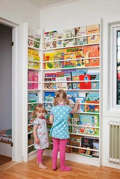 Newsstand-Style Corner Book Display Rack for Kids. How to decorate a library in your children's room. Children's room home decor ideas. Casa Kids, Corner Storage, Corner Shelving, Wall Shelving, Wall Storage, Toy Rooms, Rooms Home Decor, Bedroom Decor, Bedroom Rugs