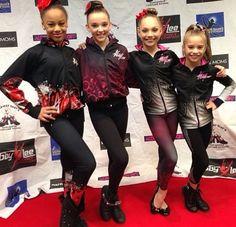 Nia, Kendall, Maddie, and Mackenzie estan enormes estas niñas y madie es la mejor bailarina