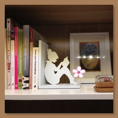 AI / A bookend made from plywood.
