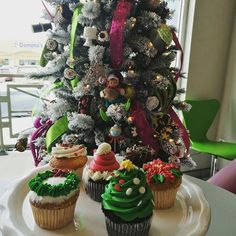 Reposting @veememedia: Listos para el espíritu navideño  #green #holidays #family #christmasparty #holiday #elves #presents #christmaseve #gifts #lights #christmas #santa #tistheseason #christmaslights #navideño #happyholidays #christmastree #carols #christmastime #instagood #prilaga #jolly #decorations #tree #santaclaus #winter #xmas #merrychristmas #ornaments #navidad
