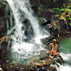Waterfalls are cool  #waterfallwednesday #summer #cheeky #bossbabe #pnw #portland #oregon #pnwonderland #usoutdoor #SnowWaterLand