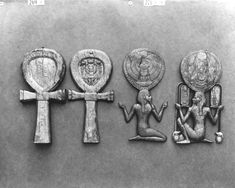 """Carter No.: 271d. Case for a mirror in the form of the god Heh, holding in his hands the combined symbols. The box part with cartouche of the king with pendant uraei supporting the crowns of Upper and Lower Egypt. Burton photograph: p1713"" link to ^**^ пьер эдель 