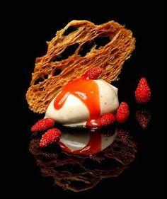 Nicolas Buisson - Chantilly praliné, tuile de croissant et fraises des bois