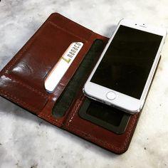 スライドするのでカメラ穴いらず•̀.̫•́✧ #LeatherCraftl #handmade #レザークラフト #革 #iPhone6