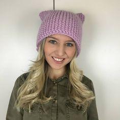 """Pussy Hat: So strickst du die rosa Mütze vom Women's March! - """"Wir haben sie alle gesehen, die Bilder von den Frauenmärschen in Washington D.C. Das Erkennungszeichen: die rosa Pussy-Mütze!"""""""