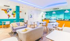 Find out about the five top hostels in London. Cheap place to stay, great location, comfort and meeting new people, there are plenty to choose from. London Today, London Travel, Meeting New People, Hostel, Lounge, Euro, Top, Photos, Viajes