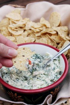 Spinach Dip made lighter with Plain Chobani Greek Yogurt. Great Appetizers, Healthy Appetizers, Healthy Snacks, Healthy Recipes, Chobani Greek Yogurt, Greek Yogurt Dips, Creamy Spinach Dip, Creamed Spinach, Pastas Recipes