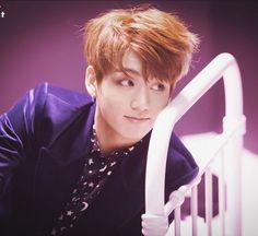 Puse primero a un guapo y tierno Jungkook Taehyung, Bts Jungkook, Busan, Yoonmin, Jikook, Wattpad, Thing 1, Foto Bts, Bts Memes