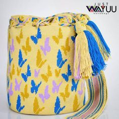 """234 To se mi líbí, 2 komentářů – Just Wayuu (@just.wayuu) na Instagramu: """"Handcrafted handbags made by indigenous wayuu in the north of Colombia. Worldwide shipping – envíos…"""" Inkle Weaving, Tapestry Crochet Patterns, Tapestry Bag, Boho Bags, How To Make Handbags, Beading Patterns, Bucket Bag, Purses And Bags, Poufs"""