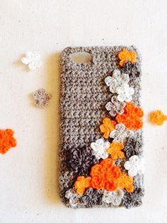 編みモチーフお花がたっぷりでお花畑のようなiPhoneケースです。毛糸素材なので、優しい風合いです! ハンドメイド、手作り、手仕事品の通販・販売・購入ならCreema。
