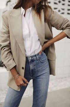 Outfit Jeans, Beige Blazer Outfit, White Shirt Outfits, Look Blazer, Denim Outfits, Blazer Outfits, White Shirts, Casual Outfits, Casual Blazer