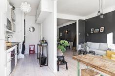 En Suède, les murs ne sont pas toujours blancs - PLANETE DECO a homes world Oversized Mirror, Furniture, Home Decor, White Walls, Home Decoration, Living Room, Decoration Home, Room Decor, Home Furnishings