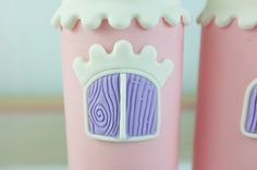 Share Tweet +1 Pin Tumblr Email Reddit SMS Facebook Messenger A castle cake is what all little girls dream about and I'm going to show you how to make one! Since this castle was relatively small (6″ and 4″), I used only three turrets. If you use a bigger cake or a different shape (ie …