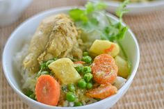 This Hong Kong style chicken curry recipe consists of a coconut milk base. Chicken, carrots, potatoes and peas are added to this delicious Chinese dish.