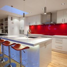 back painted glass backsplash Kitchen Modern with high gloss kitchen island White Gloss Kitchen, Red Kitchen, Kitchen Colors, Kitchen Decor, Kitchen Island, Kitchen Cupboard, Kitchen Interior, Kitchen Ideas, Kitchen Cabinets