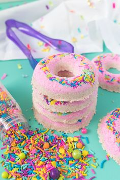 Make a colorful set of DIY donut bath bombs with two layers of homemade bath fizz and topped with colorful sprinkles just like a donut! Diy Donuts, Donuts Donuts, Homemade Beauty Recipes, Bombe Recipe, Bath Bomb Recipes, Diy And Crafts Sewing, Diy Crafts, Crafts For Teens, Craft Videos