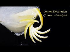 How to make Lemon Decoration Fancy Drinks, Fun Cocktails, Beach Drinks, Cocktail Garnish, Cocktail Recipes, Deco Fruit, Vegetable Decoration, Cocktail Pictures, Fruit Garnish