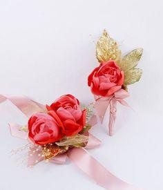 Spring Coral Mens Boutonnierre and Womens Corsage Wedding Set l #weddingideas #springtime