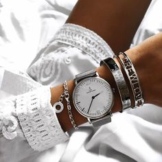 @eylmbc perfectly styled her campina silver mesh with silver details and a white dress | kapten-son.com