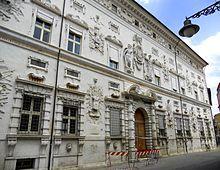 Palazzo Bentivoglio ,via Garibaldi, Ferrara ;edificato nel 1449 dal duca Borso d'Este per il suo consigliere Pellegrino Pasini ;  acquisito dalla casata bolognese dei Bentivoglio, fu ristrutturato nel 1585 con l'attuale prospetto, ideato da  Pirro Ligorio, con gusto romano manierista,  ispirato alla facciata di Palazzo Spada a Roma  per la quale l'architetto Ligorio aveva lavorato. Vi soggiornò il generale Napoleone Bonaparte nel 1796 .