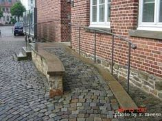 cobblestone design ramp - something like this would look great in my frontyard