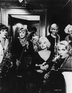 Marilyn Monroe, Tony Curtis and Jack Lemmon 'Some Like It Hot' | Flickr - Photo Sharing❤️