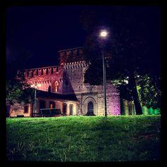 Milano il castello Sforzesco in notturno