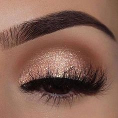 Astonishing eye makeup with glitter we have here.
