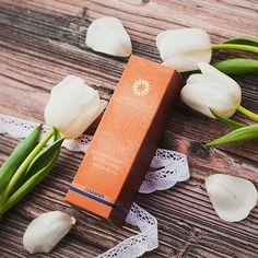 Oczyszczający olej do masażu twarzy Mystique Arom może być używany zarówno do oczyszczania twarzy jak i do aromaterapeutycznego masażu twarzy, szyi i dekoltu. Sunglasses Case, Gift Wrapping, Gifts, Gift Wrapping Paper, Presents, Wrapping Gifts, Favors, Gift Packaging, Gift