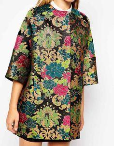 Studio 4 London | Studio 4 London - Cappotto stile kimono in tessuto ricamato con fantasia floreale e tasche oblique su ASOS