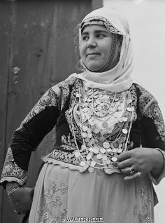 European Fashion, Dance Costumes, Old Photos, Folk Art, Greece, Art Pieces, Jewellery, Embroidery, Traditional