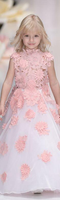 Cortejo de bodas, damita de honor, anillos Yulia Prokhorova SS 2016.