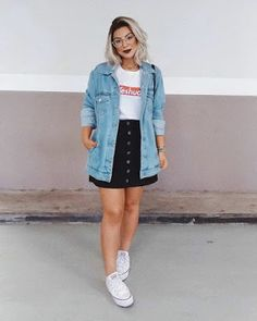 Jeito de Usar Jaqueta Jeans, Jeitos de Usar Jaqueta Jeans, looks com jaqueta jea. Curvy Girl Outfits, Cute Casual Outfits, Plus Size Outfits, Looks Plus Size, Trendy Swimwear, Double Denim, Casual Looks, Spring Outfits, Winter Outfits