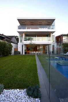Mormanis House by MPR Design Group6 Defining A Sloped Property Overlooking Sydneys Skyline: Mormanis House