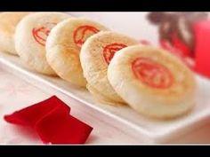 面点厨师长教您用花生油制作入口酥化的鲜花玫瑰饼,快试试吧! - YouTube Honeydew, Chinese Food, Sushi, Rolls, Asian, Bread, Fruit, Cake, Ethnic Recipes