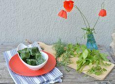 Cum se congelează pătrunjelul, mărarul, leușteanul, tarhonul, țelina - verdețuri congelate pentru iarnă | Savori Urbane Serving Bowls, Urban, Tableware, Plants, Food, Dinnerware, Tablewares, Essen, Meals