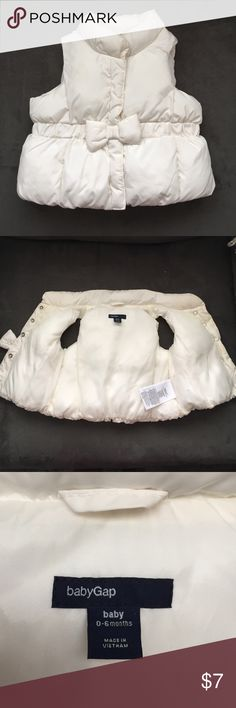 0-6 months Baby gap cream/ivory color puffy vest Adorable preowned gap puffy vest in a cream/ivory off white color. Absolutely precious! GAP Jackets & Coats Vests